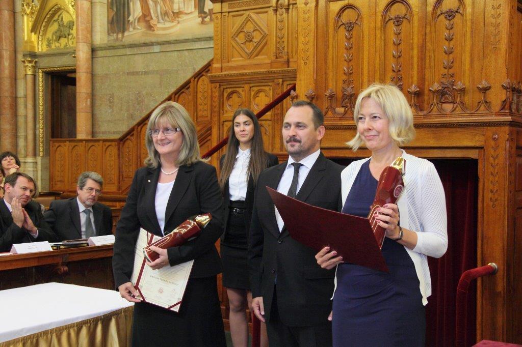 Magyar Termék Nagydíjat kapott a Magyar Posta és a Pénzjegynyomda a Seuso-kincsek hazahozatala különleges bélyegblokkért.
